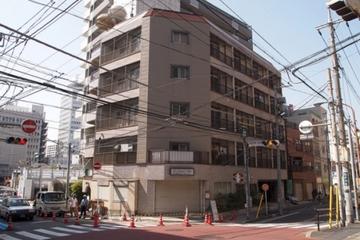 """空室だらけの古~いマンションが、レトロなコミュニティマンションとして再生!そのヒミツは入居者同士で行うDIYプロジェクト[MAD """"Life"""" Gallery]"""