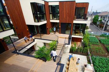行列のできる賃貸住宅の大家さんの嫌いな言葉は「原状回復」。メゾン青樹・青木純さんが示す暮らしの自由