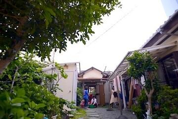"""""""核家族を超えた家族""""と共に子どもを育てたい。自宅を一軒まるごとコミュニティスペースにした、戸川真佐子さんの「家びらき」"""