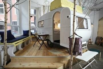 一年中キャンプ気分が味わえるホテル「Hüttenpalast」から学ぶ、観光客と地元の人々をつなぐ方法