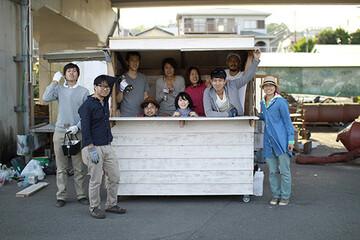 みんなで面白がって、小屋をつくる。YADOKARI小屋部部長・唐品知浩さんに聞く、大人の部活動の楽しみかた