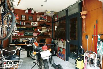 好きなもの、素材、テイストを詰め込んだバイクガレージハウス