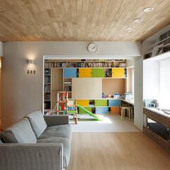 造作収納で居室の 居心地を高めた、 家族のための実験住宅