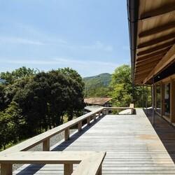 四季を感じながら温泉が楽しめる、居心地のよい山の別荘