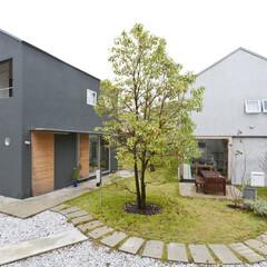 土地がとても広いのでふたつの家族でニコイチの家を建てました!