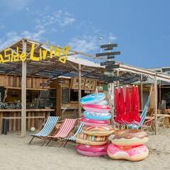 新しい海辺での過ごし方を提案する、海の家としての小屋−...