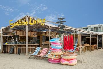 新しい海辺での過ごし方を提案する、海の家としての小屋−逗子海岸「SeasideLiving」