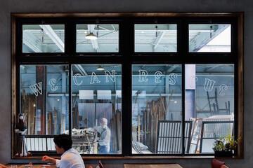 カフェのある古材店「リビルディングセンター」が伝えたいのは、モノの本質をみる目や古いものを大事にする文化