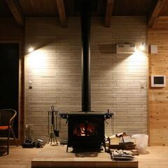 憧れの薪ストーブ、設置場所や費用は?冬が楽しみになる、...