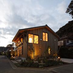 木材、瓦、畳、タイル…。日本の職人がつくった自然素材を...
