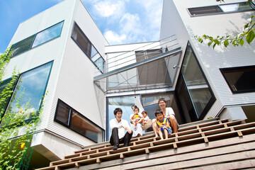 家を建てるには特殊すぎる?「崖と手をつなぐ家」の話。