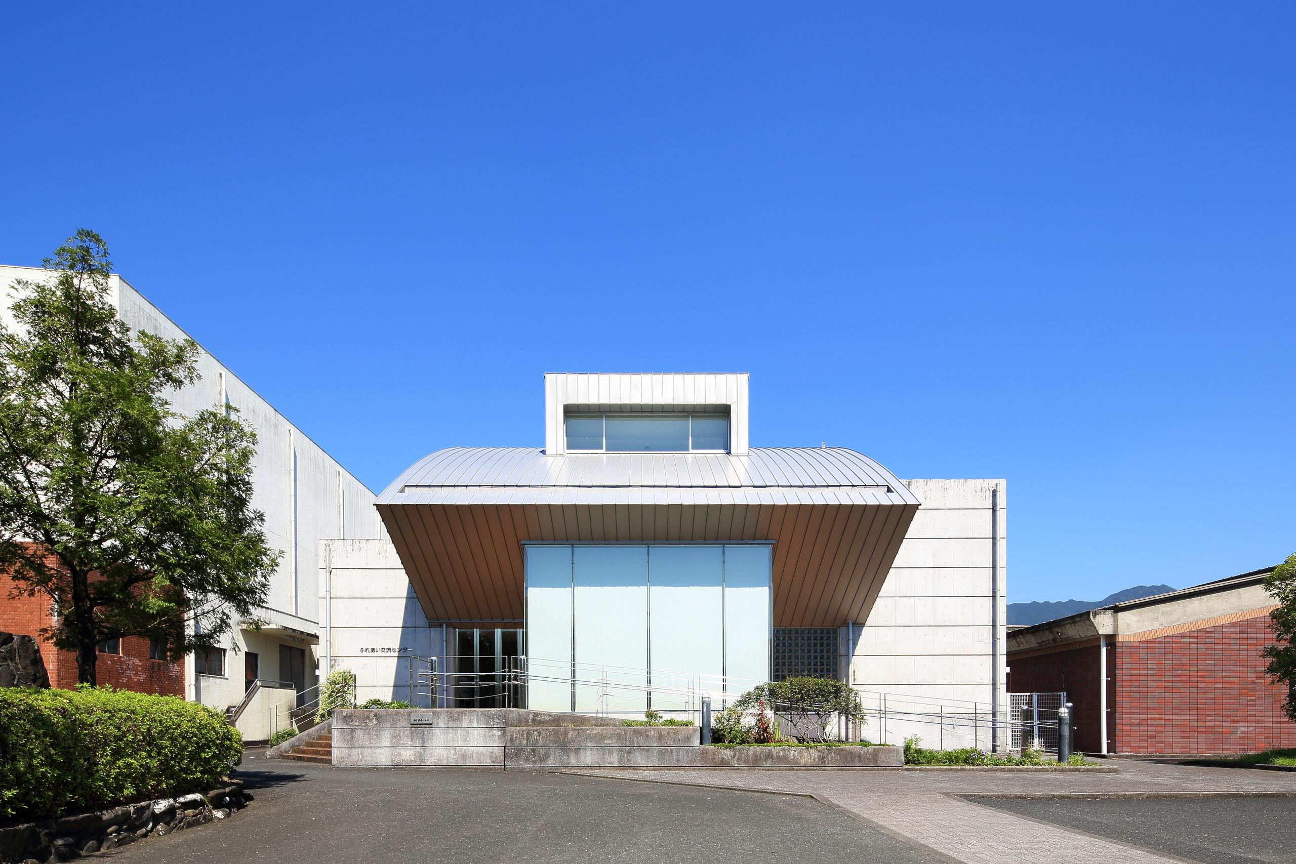 曲面の屋根の建築事例写真