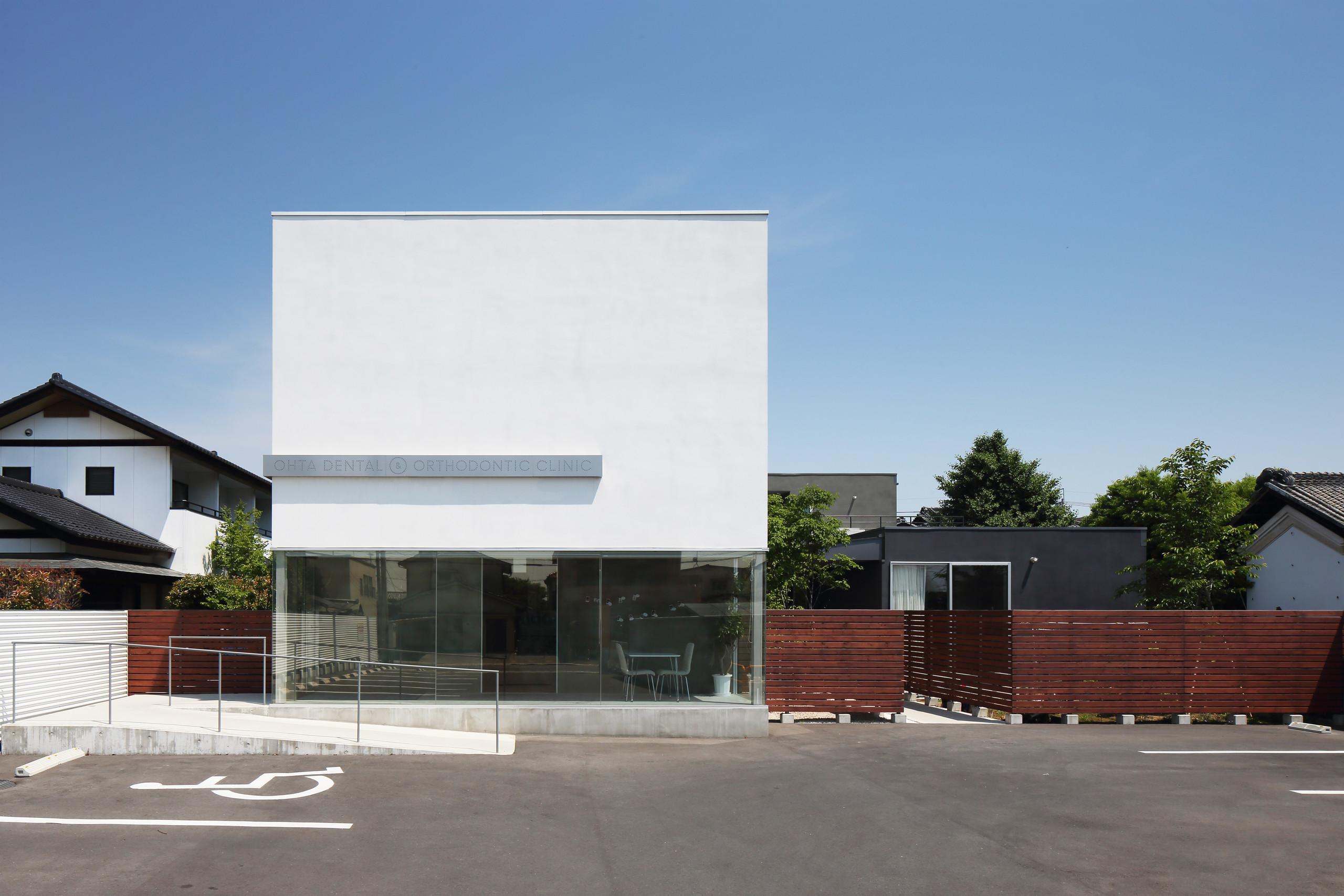 photo by Kai Nakamura   周辺のスケールに併せたコンプレックス住宅