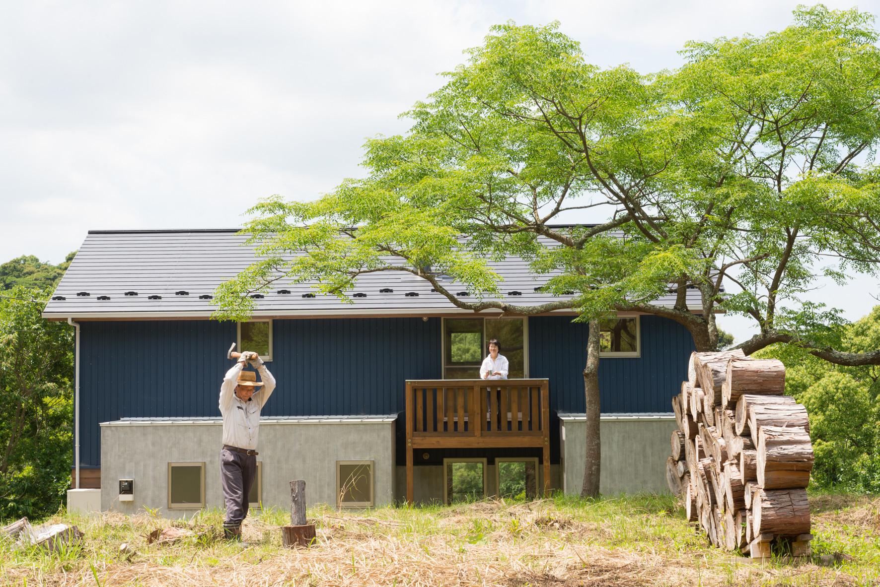 里山暮らしを楽しむ住まいの建築事例写真