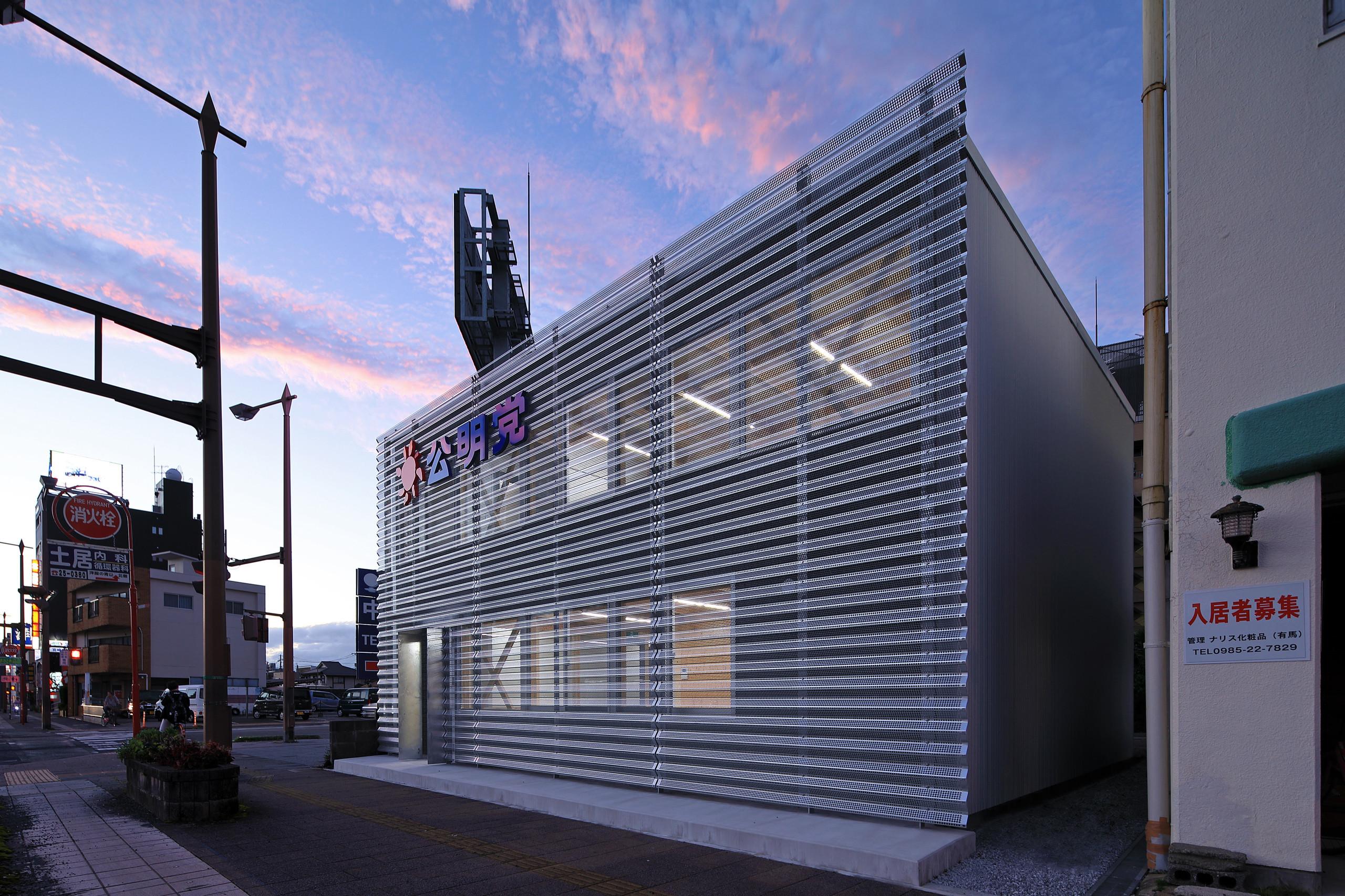 スチールのカーテン3   夏の 日差しをカットの建築事例写真