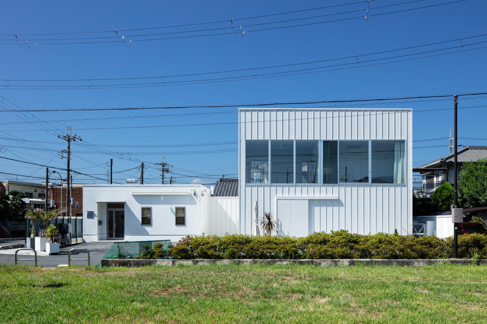 外観(北東側道路向かいの公園より見る) | 結崎の住宅