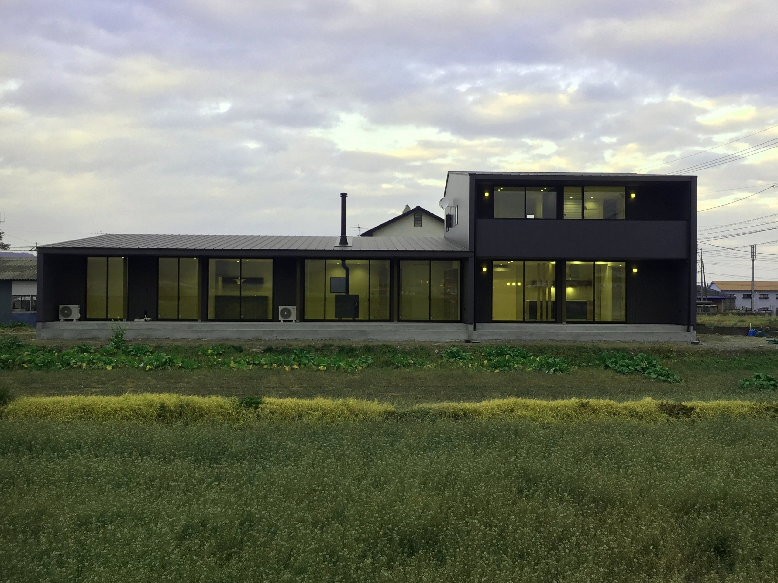 薪ストーブと図書室のある家の建築事例写真