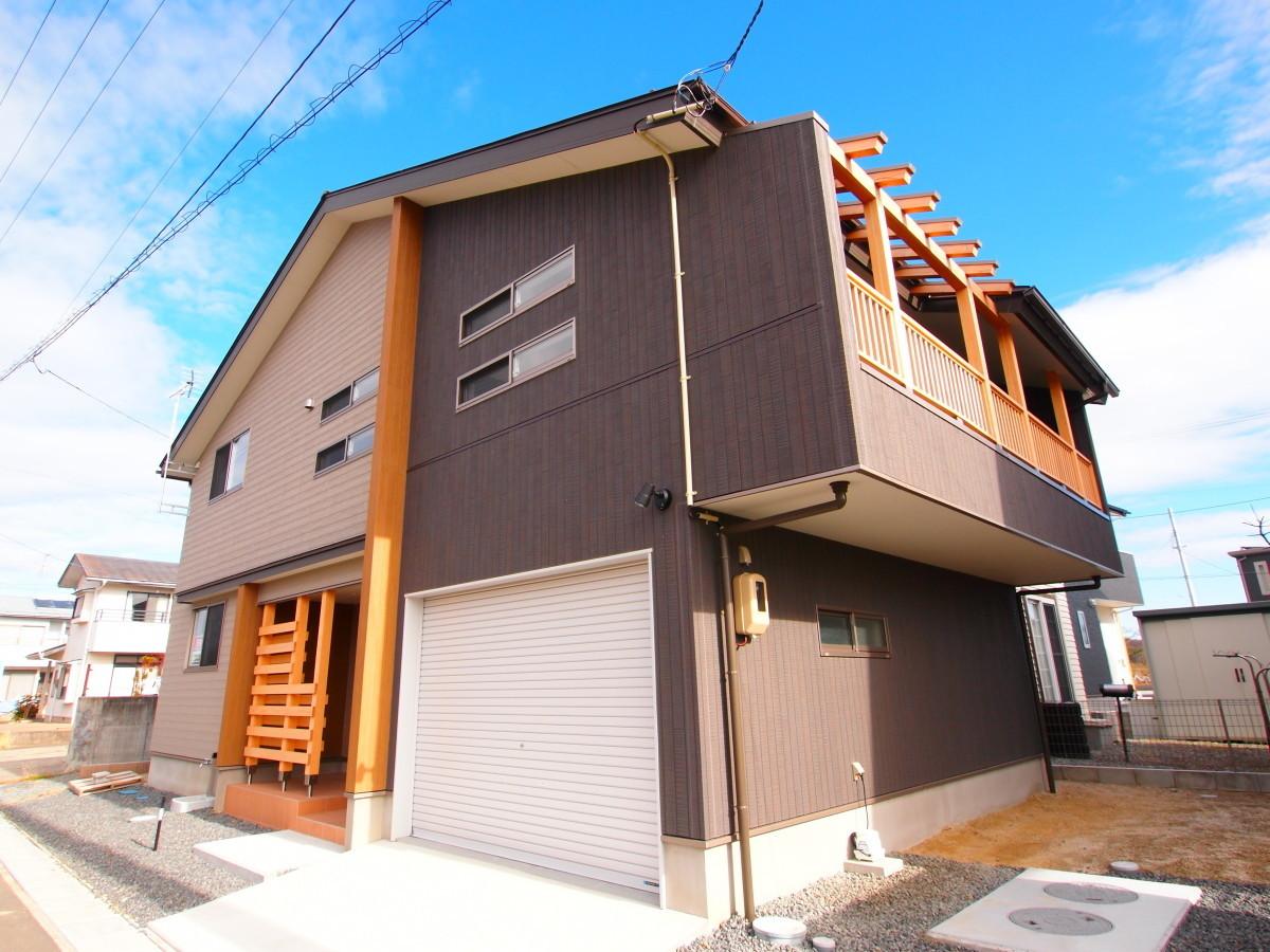 インナーガレージのあるスキップフロアの家の建築事例写真