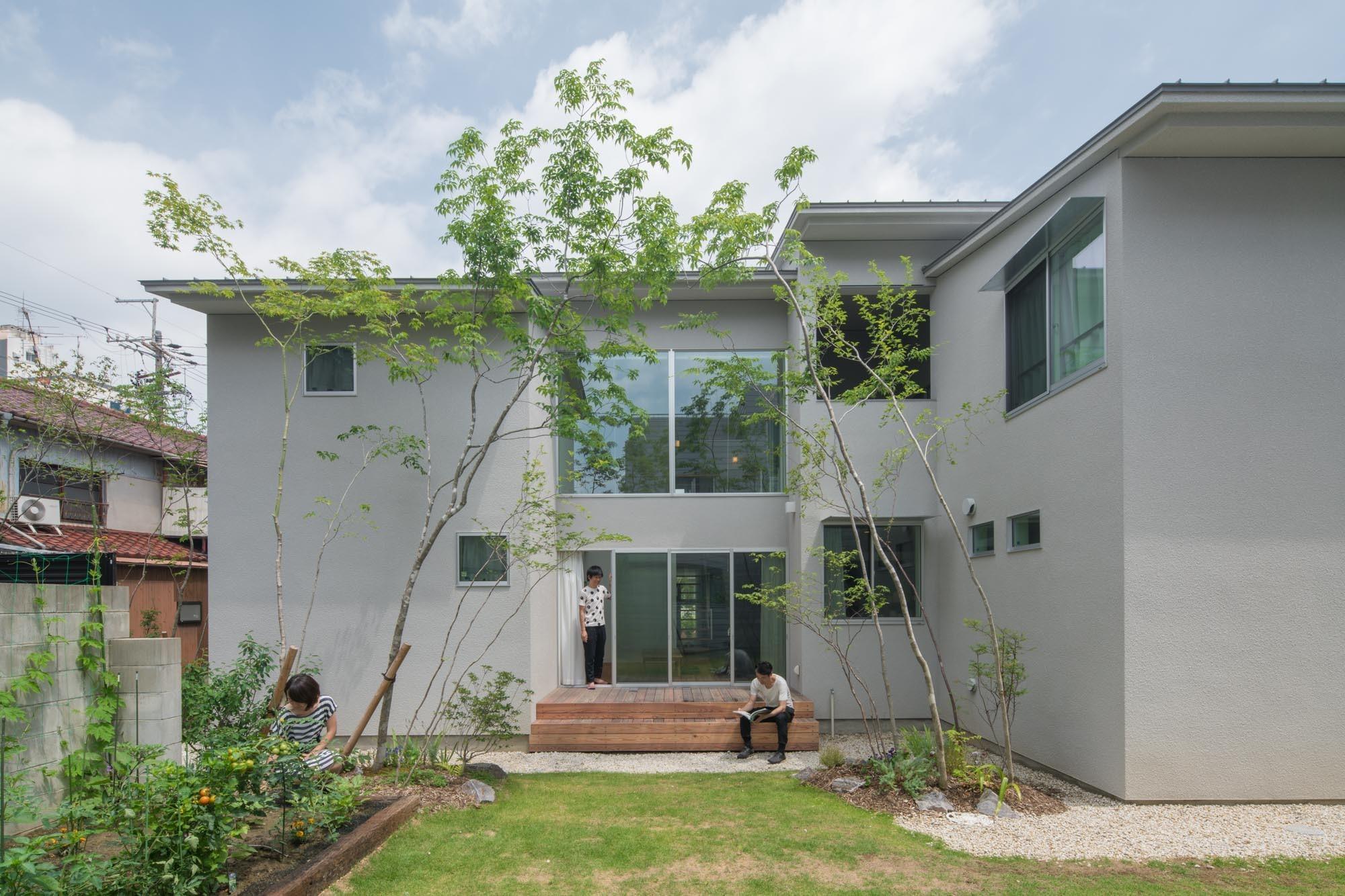 庭のあるシェアハウスの建築事例写真
