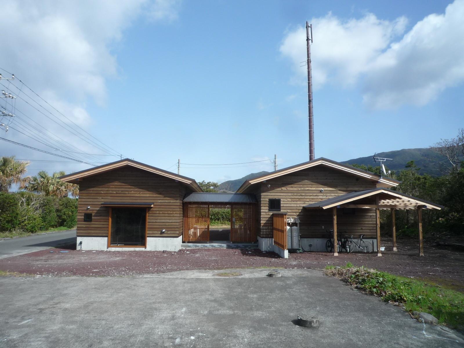八丈島~二棟並列の家の建築事例写真