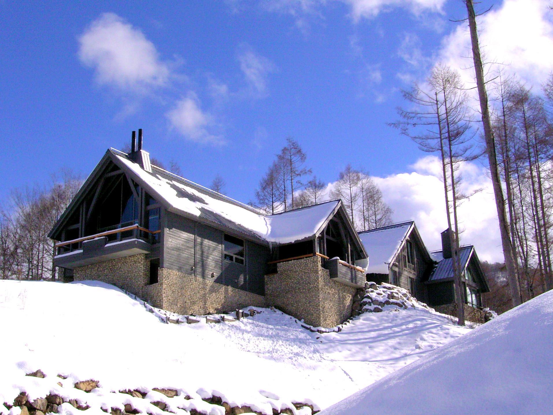 水上高原のヴィラ 高原のゴルフリゾートに建つ高級別荘の建築事例写真