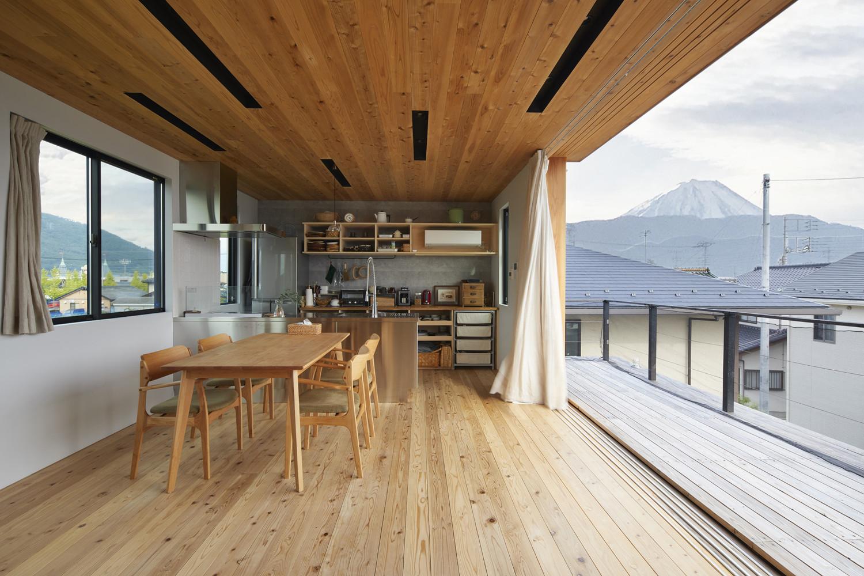 大地の家(屋上やバルコニーから富士山が望める家)の建築事例写真