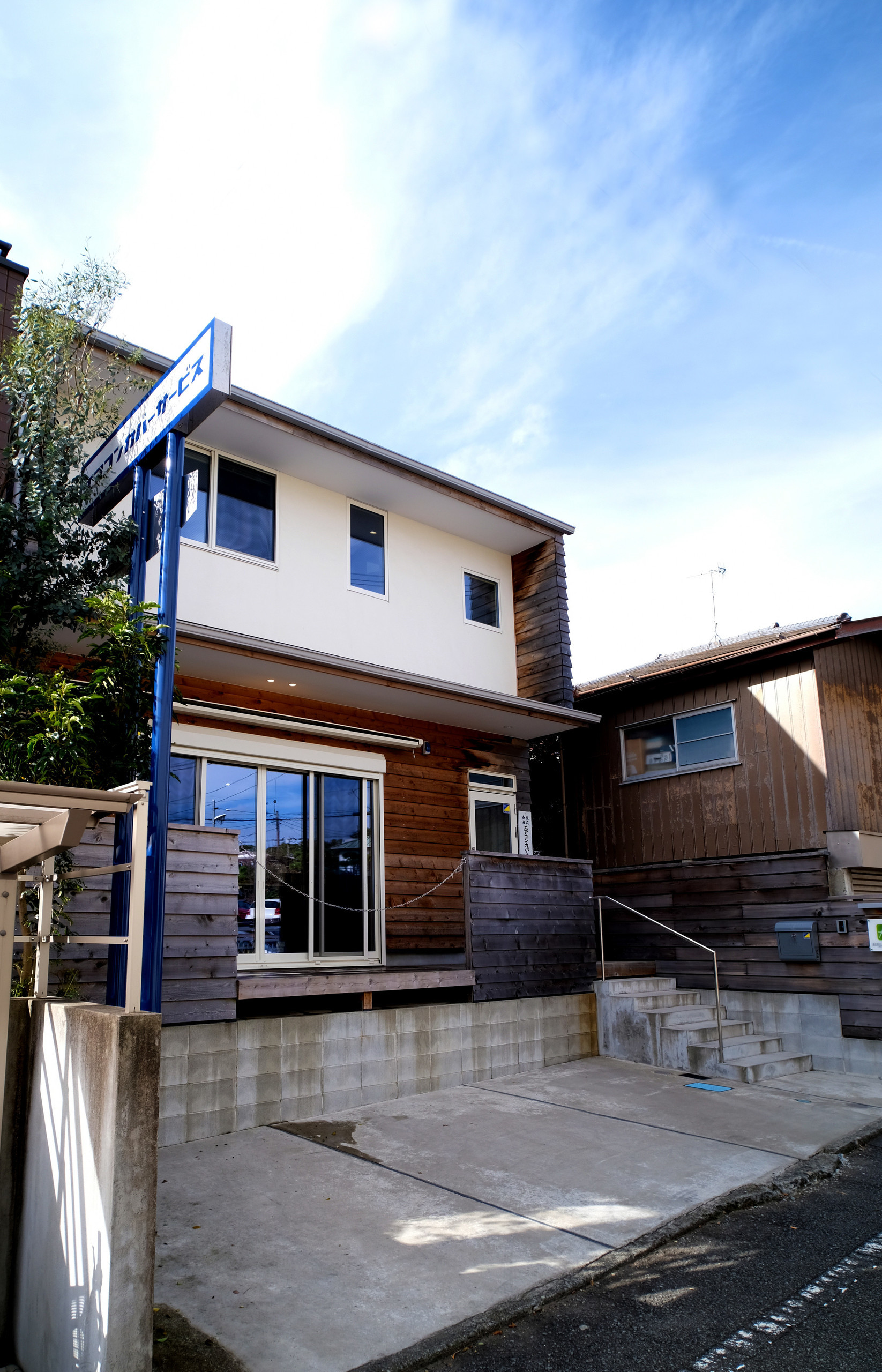 藤沢本町 エアコンカバーサービス社屋 木張りのオフィスの建築事例写真