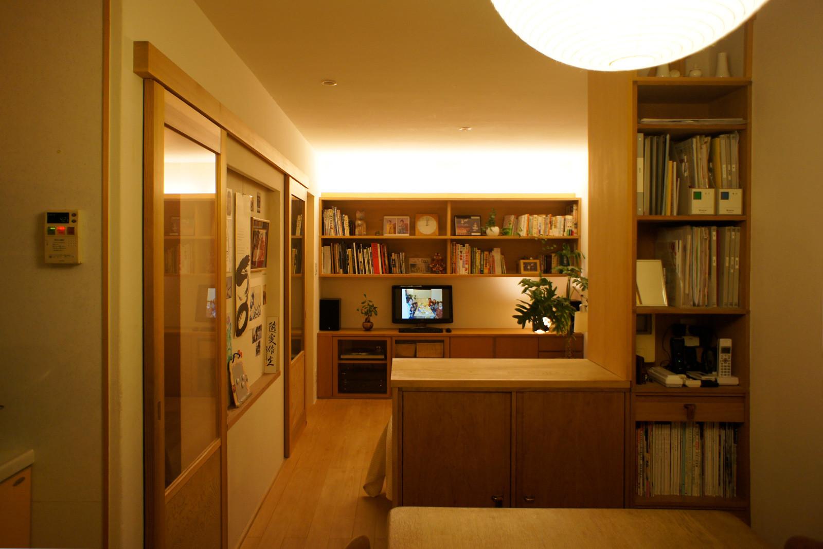 ファサード西面 地形に合わせたスキップハウスです。 | 紫竹の家 LDK(戸建て リフォーム )