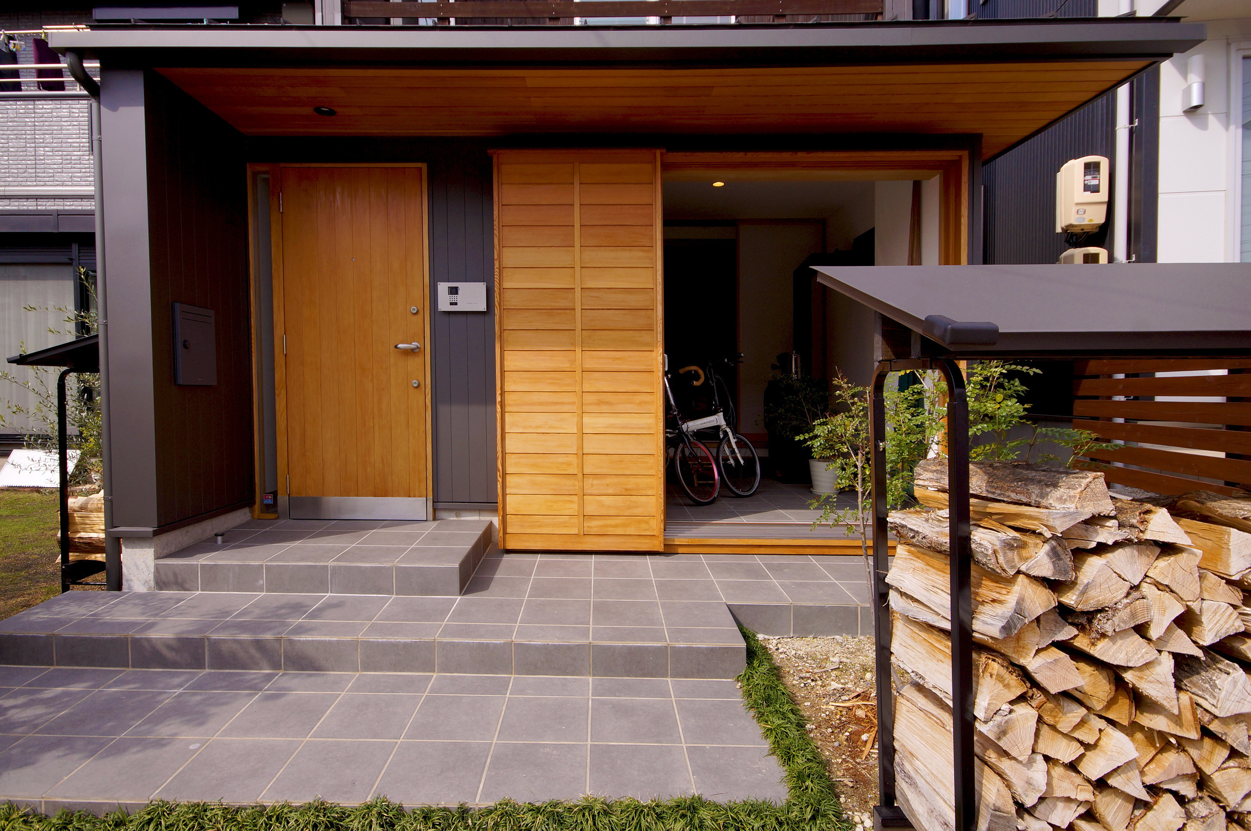 薪ストーブのあるワークスペースの建築事例写真