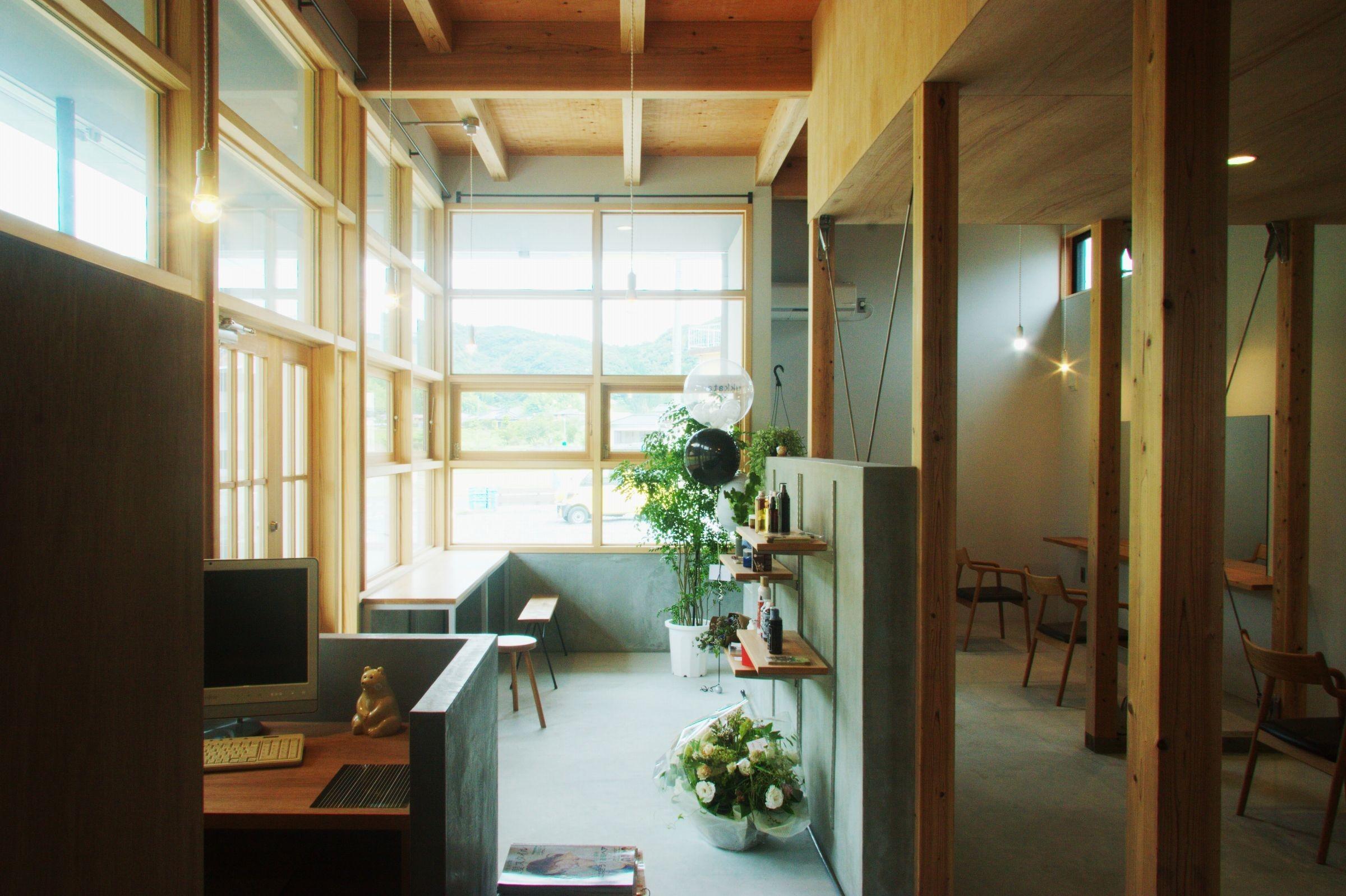 HYGS+ukkata ~日当山の家+美容室の建築事例写真