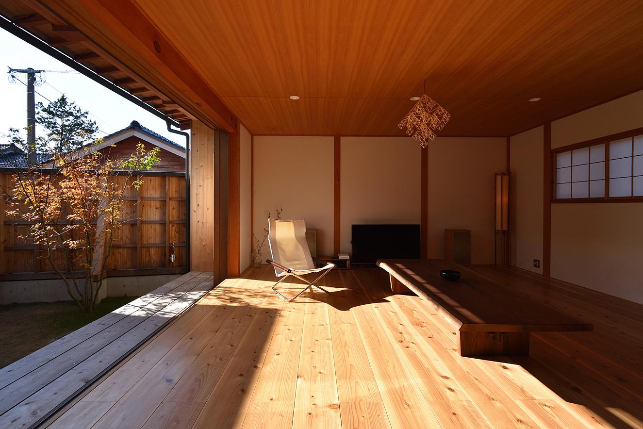 自然素材にこだわった「荒屋町の家」の建築事例写真