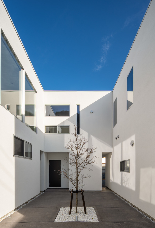 C:中庭のある賃貸併用二世帯住宅の建築事例写真