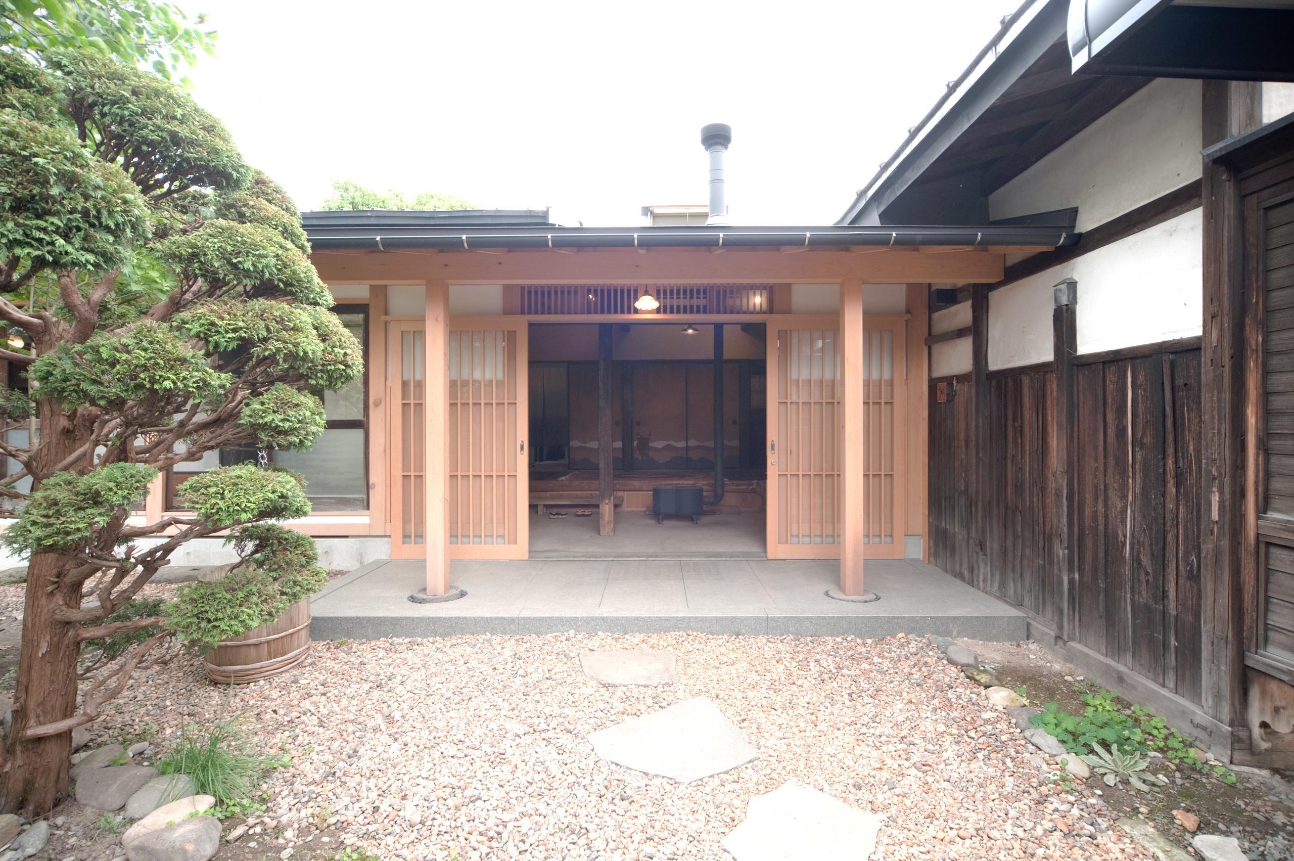 江戸時代には玄関だったところを、最近まで居間として使用今回、玄関に戻した  | 長坂町の家 武家屋敷の再生