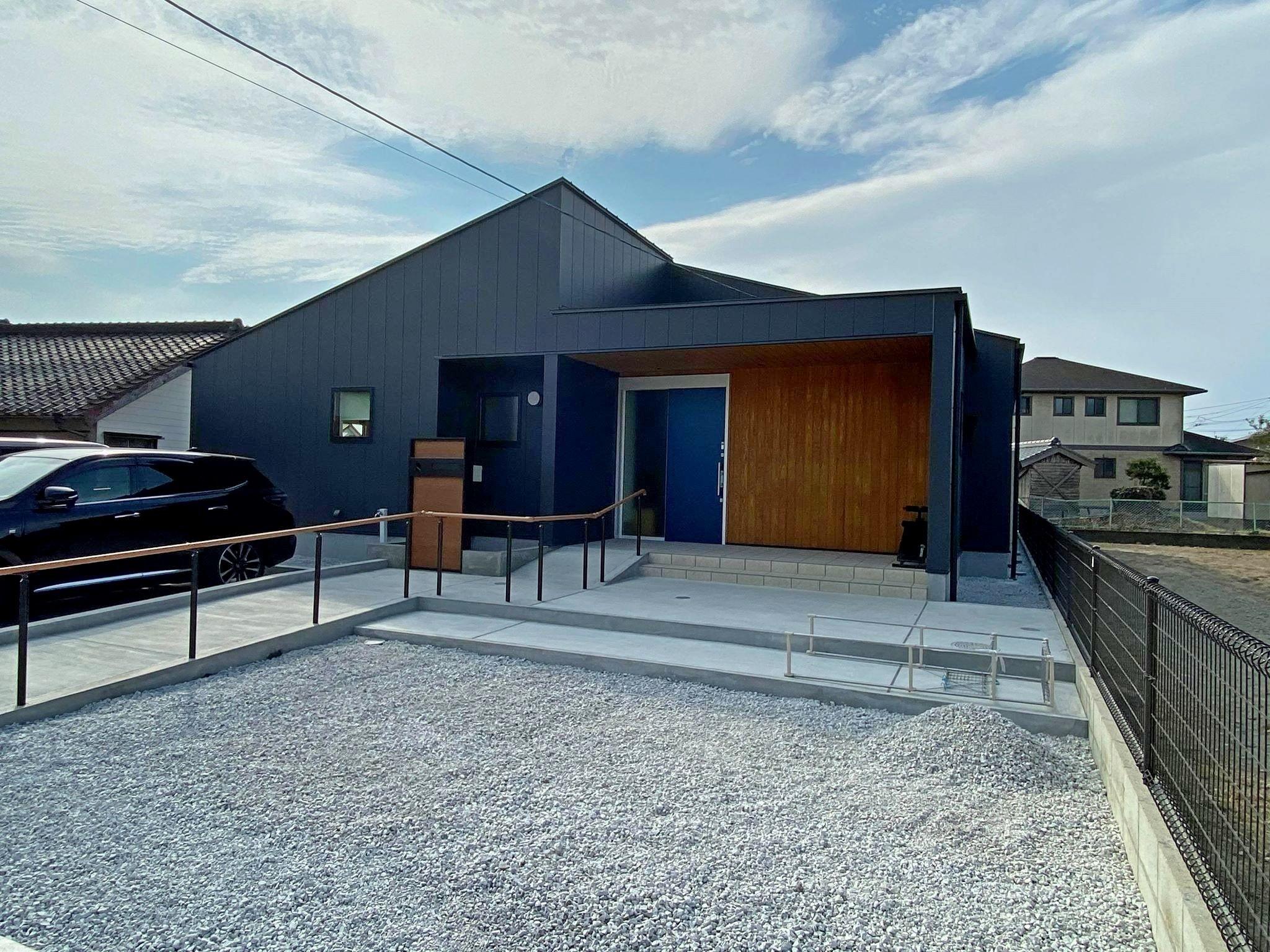 黒い平屋住宅の建築事例写真
