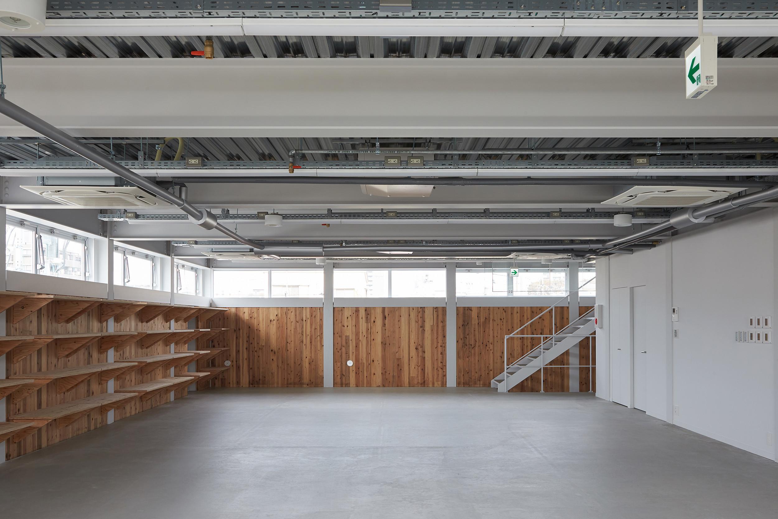 木の温かみを感じられる工場/「ムサシ電子 板橋工場」の建築事例写真