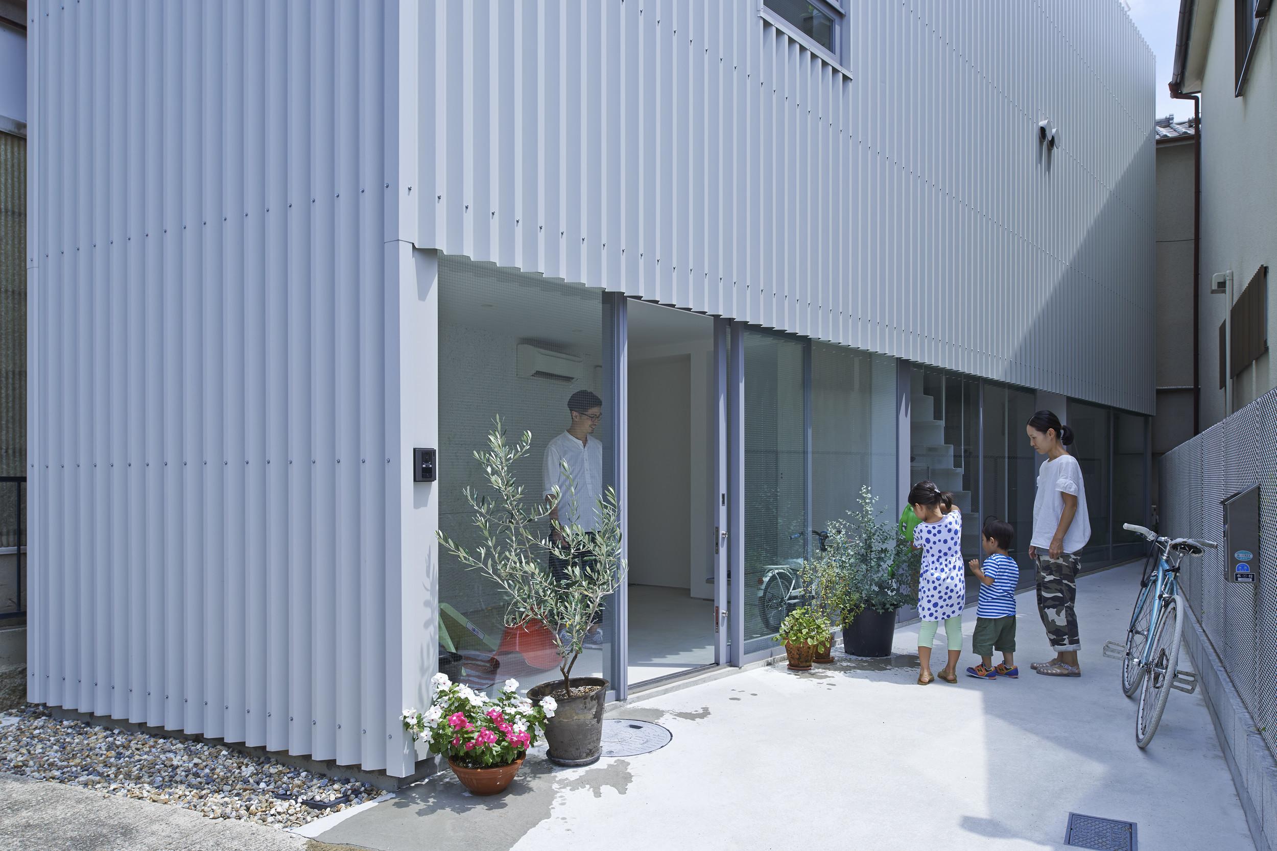 庭と土間がつながる  [三条の家]の建築事例写真