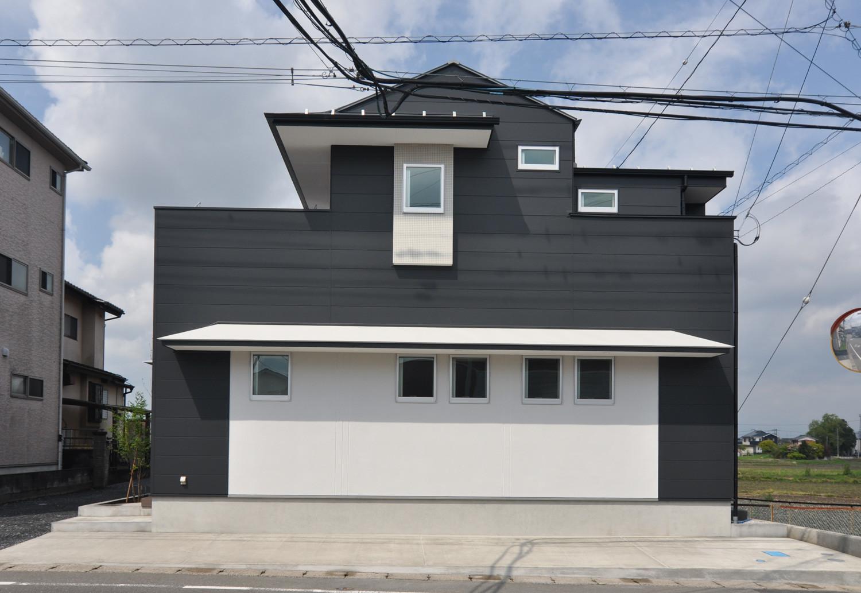 【T字路突き当たり】 クルマとヒトの分離の建築事例写真