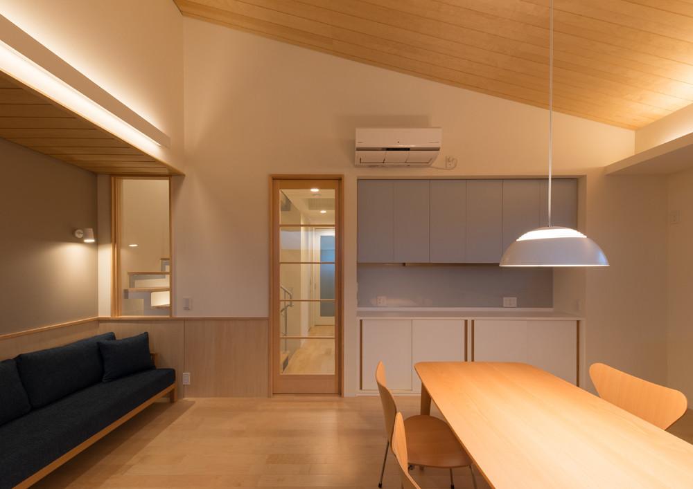 階段室が排気塔になる家(東京)の建築事例写真