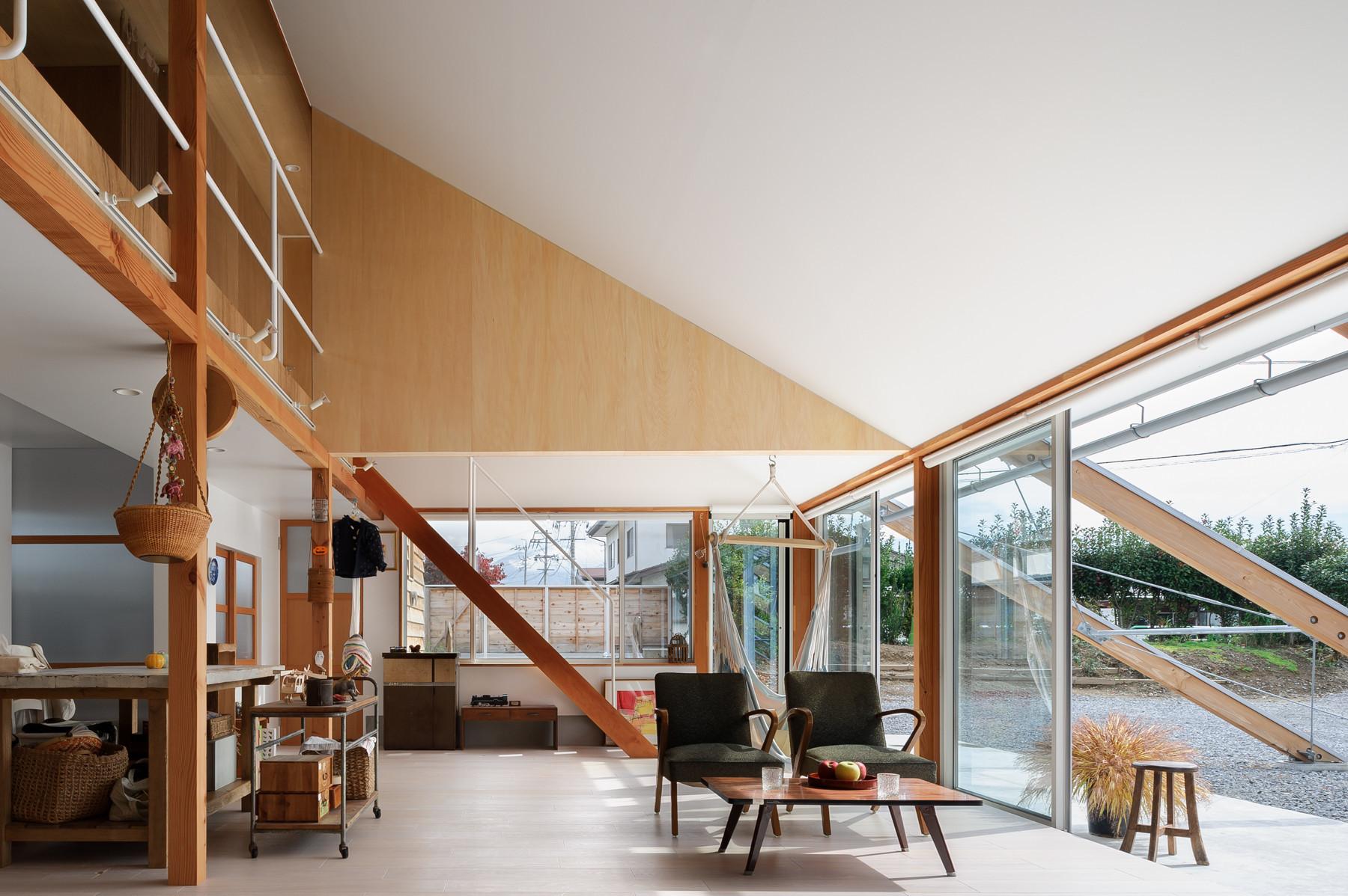 2世帯が暮らすロングハウスの建築事例写真
