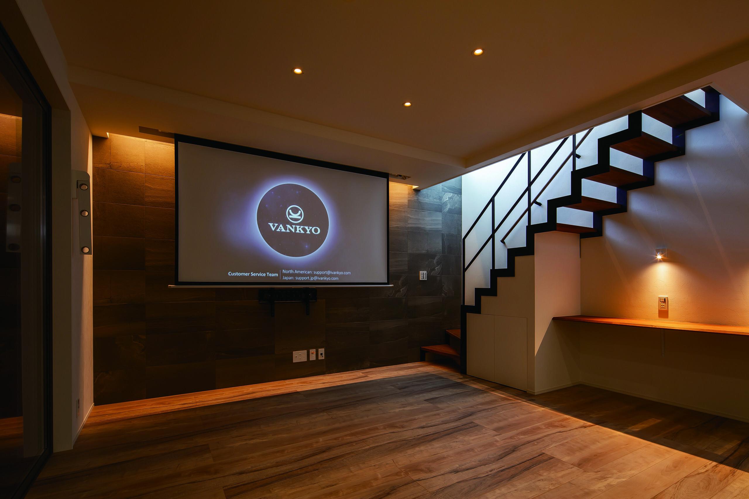 ホームシアターを拡げれば映画館のような空間に | ホームシアターのあるスタイリッシュな家