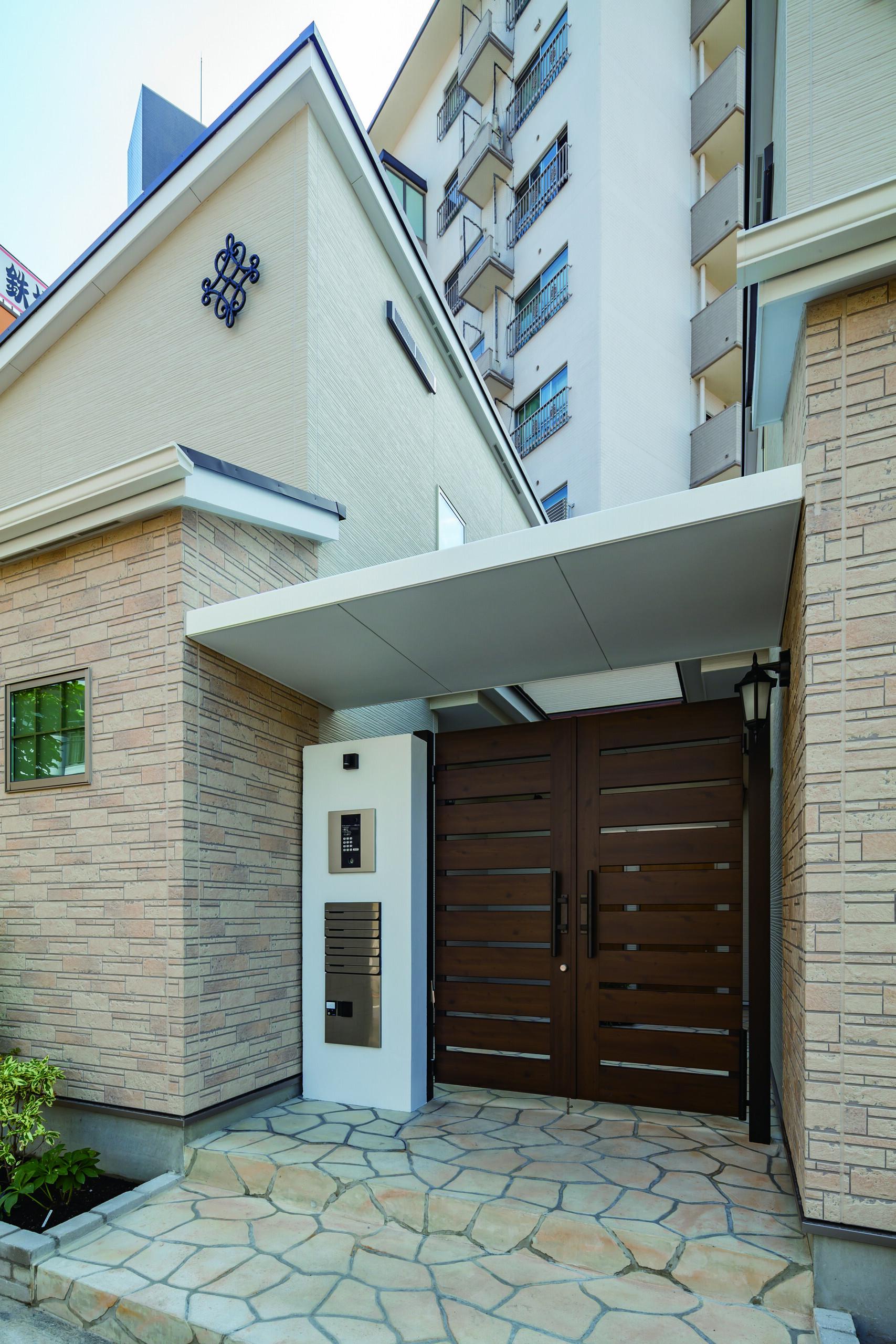 素敵なエントランスのアレルギー対策ワンルーム賃貸住宅の建築事例写真