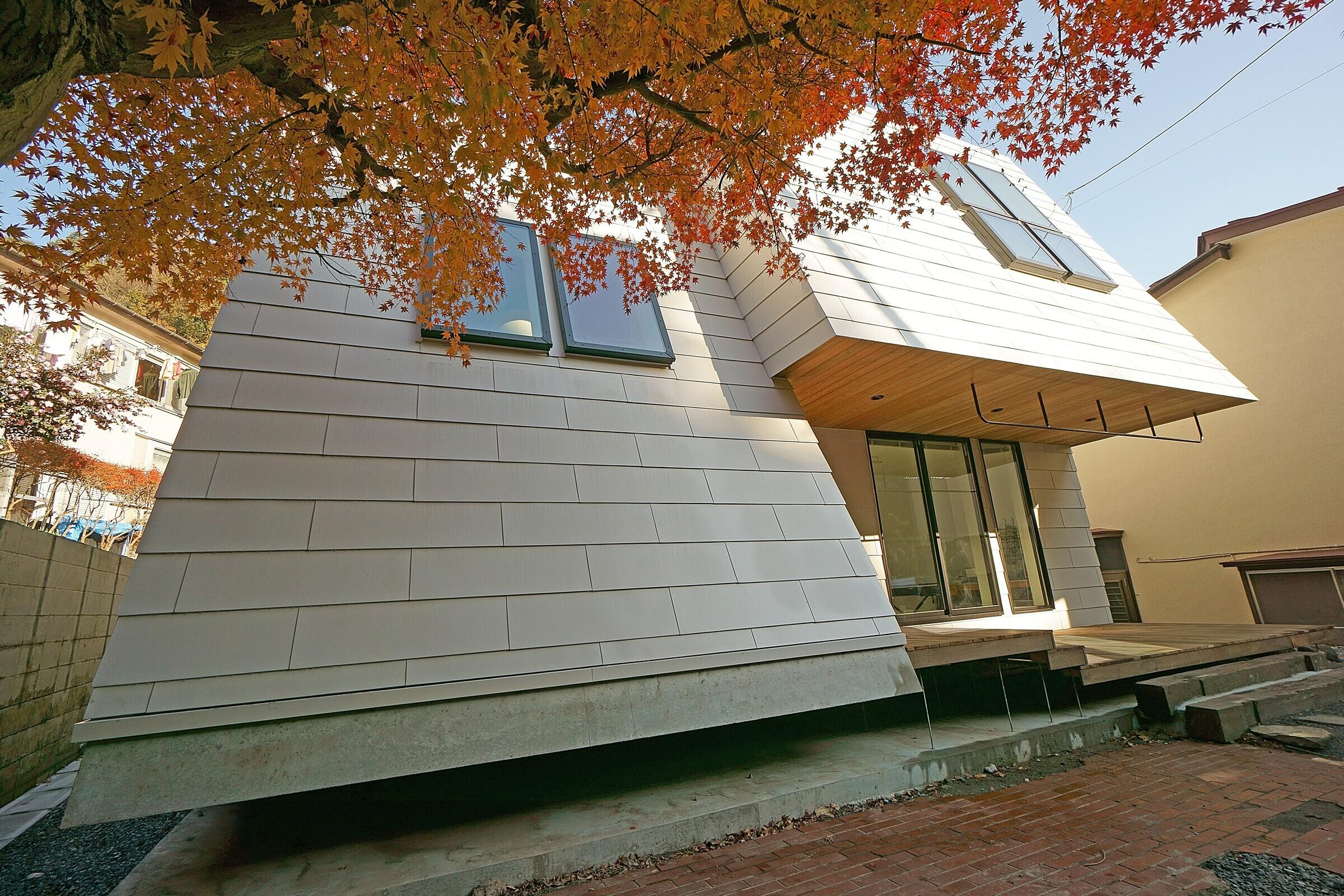 LL house / 谷地における空を眺める家の建築事例写真
