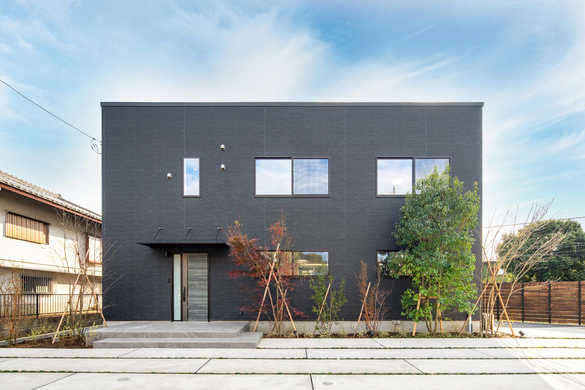 三角敷地の2世帯住宅の建築事例写真
