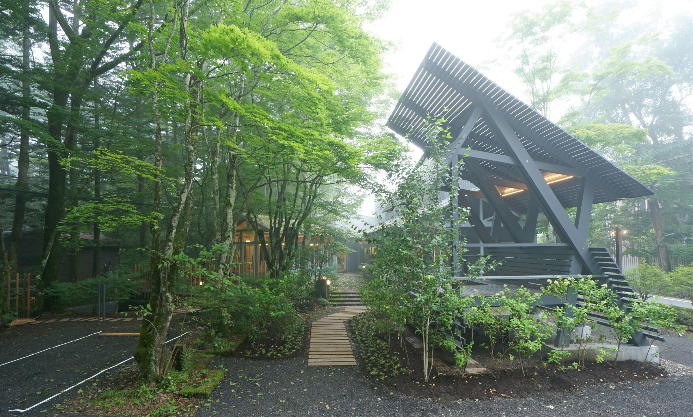 ワーケーションサイト軽井沢 / 木造の飲食店をリノベーションの建築事例写真