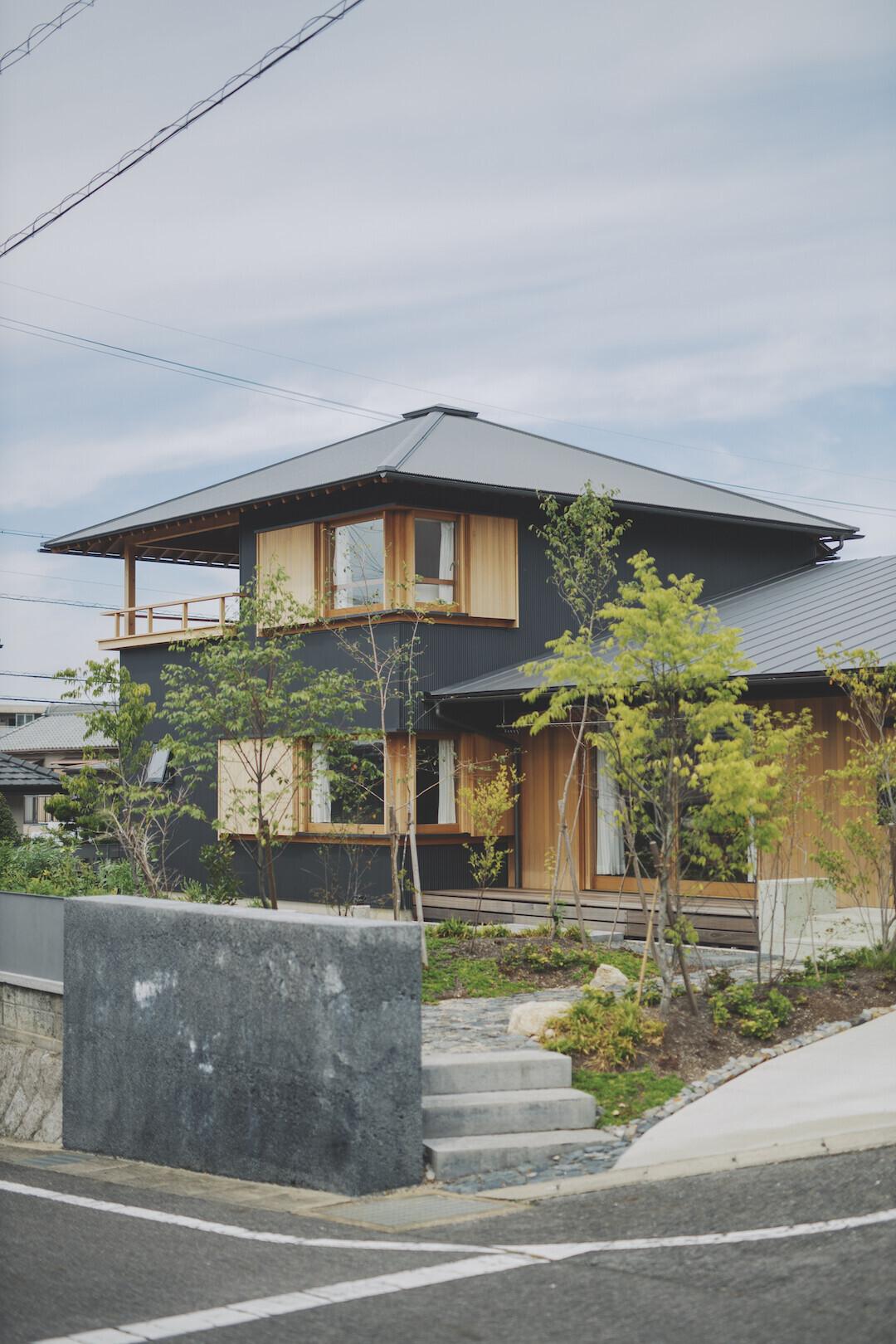 京ケ峰の家〜深い軒に守られた趣のある家〜の建築事例写真