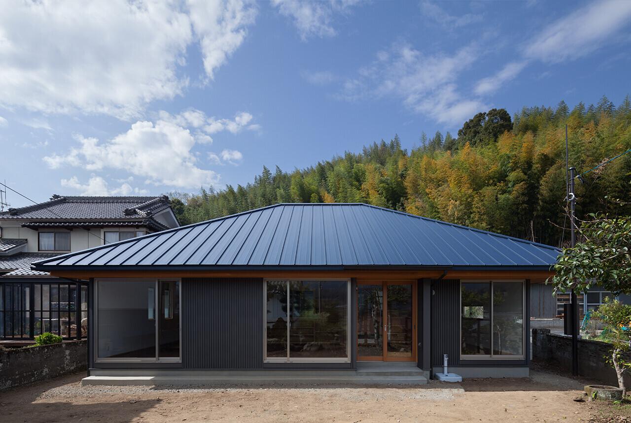 中庭のある農村住宅、高齢世帯に配慮した平屋の住まいの建築事例写真