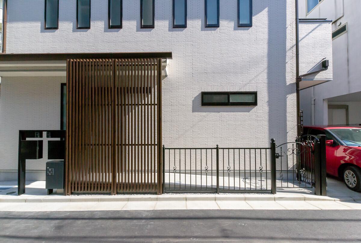 総タイル×動線分離2世帯住宅の建築事例写真