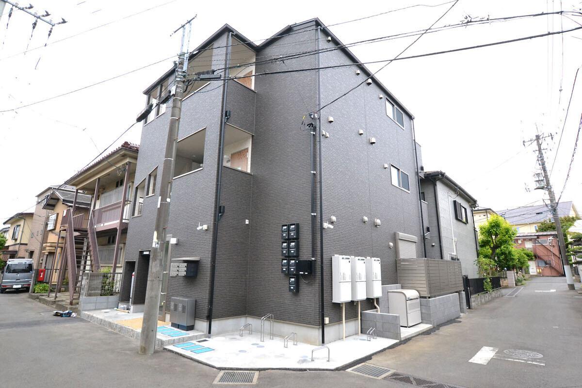 高齢者にも配慮した、単身者向け集合住宅の建築事例写真