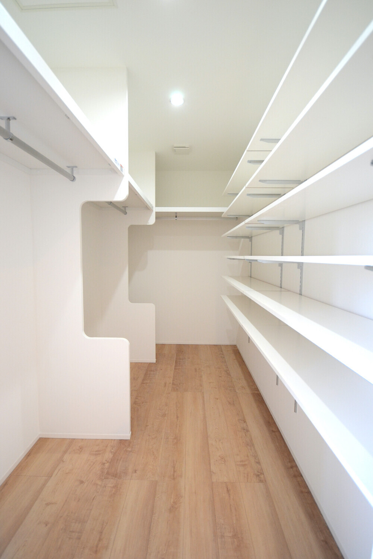 大容量クローク、収納豊富なスッキリハウスの建築事例写真