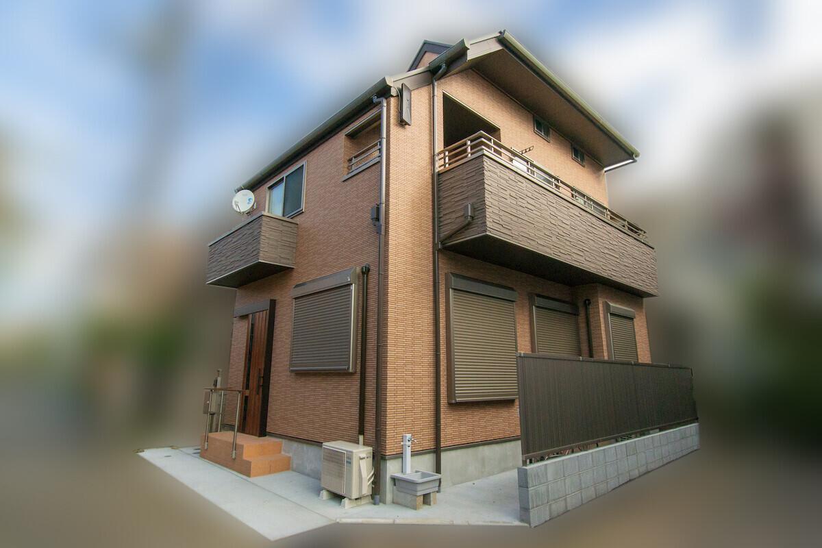 和室リビング、総タイルの高断熱住宅の建築事例写真
